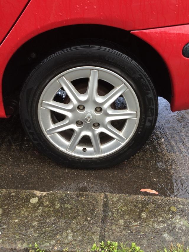 """2001 Renault megane 15"""" allow wheel"""